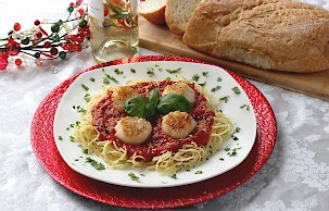 Scallops Over Linguini with Aunt Cindy's Roasted Garlic Gala